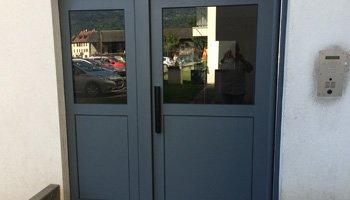 aluglass-menuiserie-acier-aluminium-metallerie-serrurerie-vitrerie-porte-entree-350x200